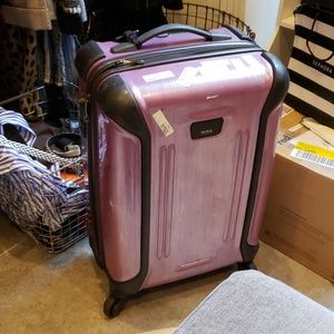 Tumi Vapor Lite Continental Carry On